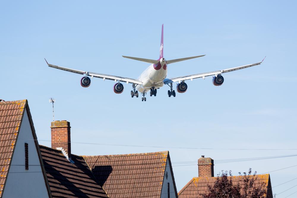 lietadlo nad domom