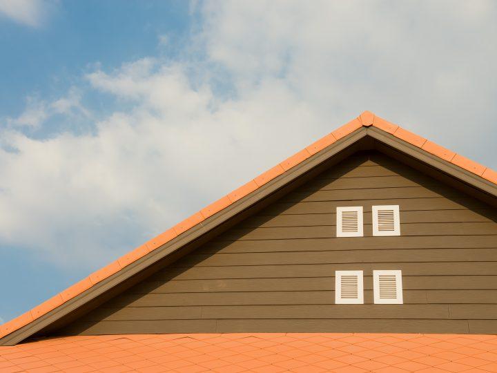 Viete, čo všetko ovplyvňuje životnosť strechy? Poďme sa na to pozrieť