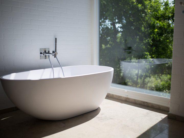 Ako zariadiť funkčnú a praktickú kúpeľňu?