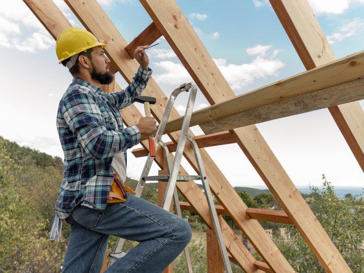 Ako na stavbu strechy svojpomocne?