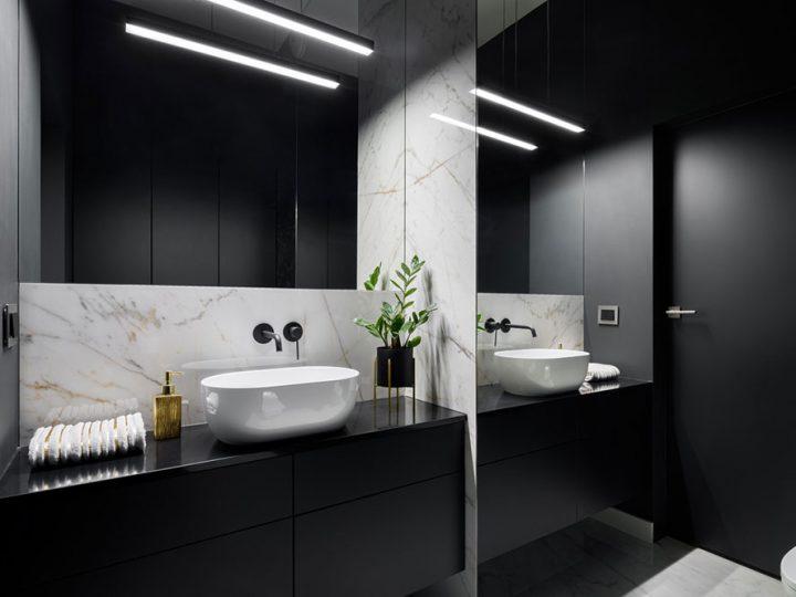 Čierna v kúpeľni pôsobí magicky